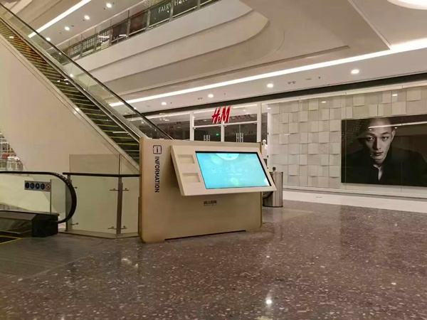 Digital Signage Advertising & Interactive Wayfinding Kiosks in Shopping Mall