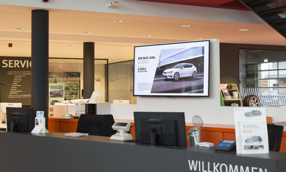 Interactive Digital Signage in Seat setzt Flagship Stores