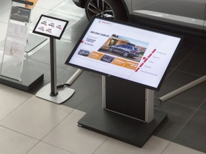 interactive-digital-signage-in-seat-setzt-flagship-stores2