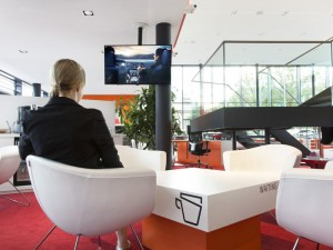 interactive-digital-signage-in-seat-setzt-flagship-stores3